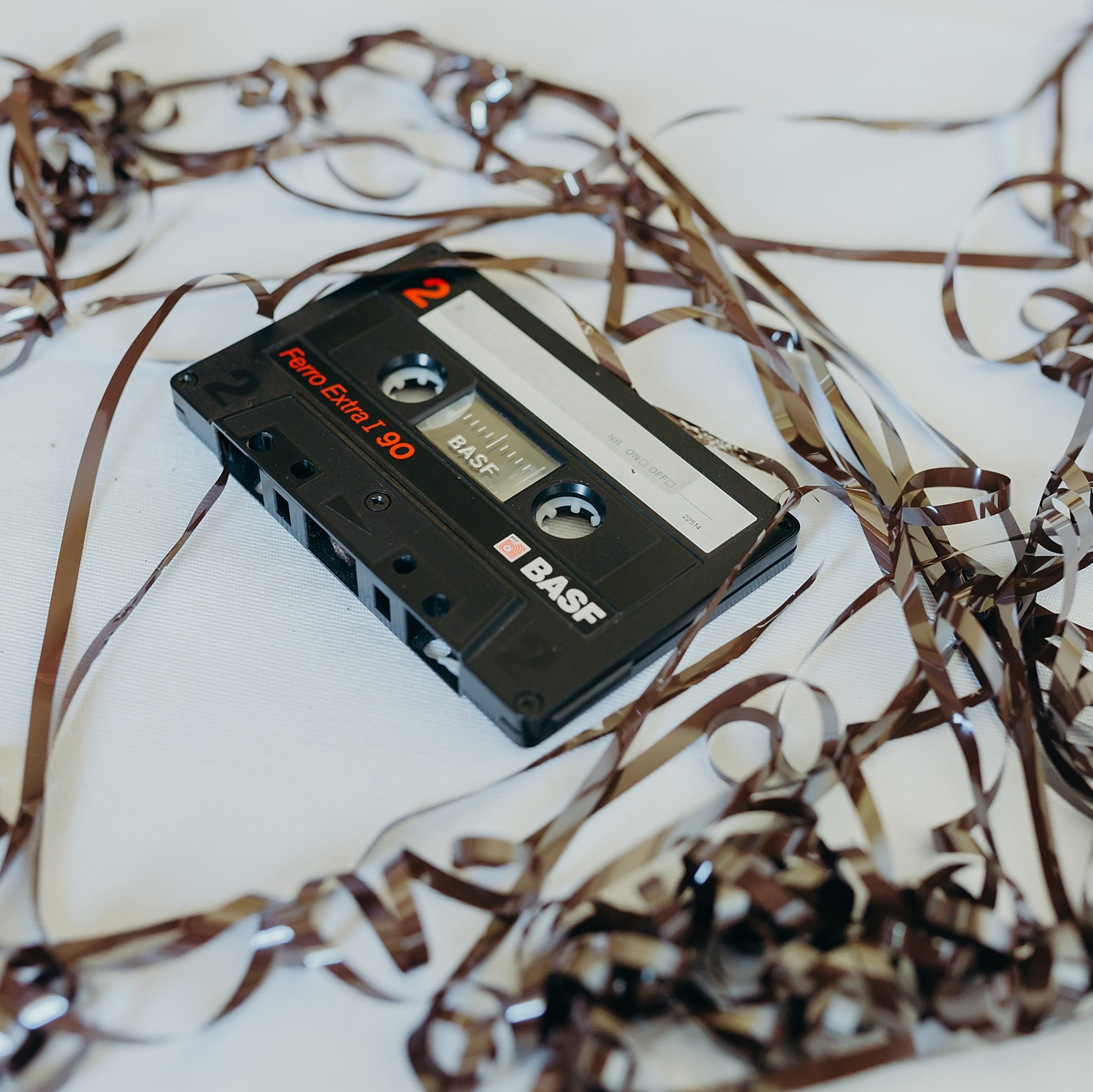 Jak był zapisywany dźwięk na taśmie szpulowej i magnetofonowej?